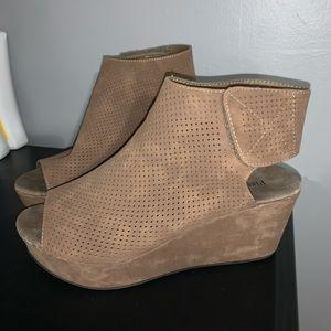 4/$20 Tan boots